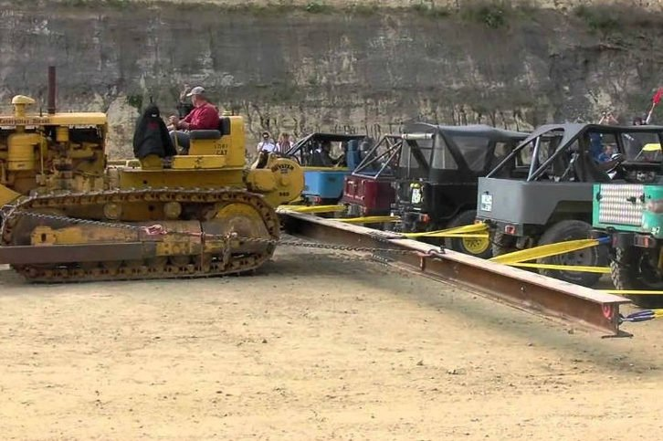 caterpillar vs 20 toyotas tug of war